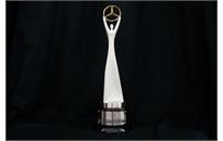 Campeões do Mercedes-Benz Challenge 2015 são premiados com misto de troféu e  obra de arte a4c7d58647ff8